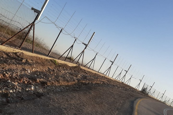 פרצות של עשרות מטרים בגדר. קטע מהגדר באזור אום אלפחם, אתמול (צילום: מחוז ג'נין, לשכת המושל)