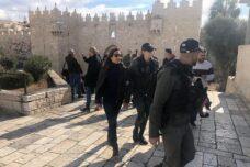 """כתבת הטלוויזיה הפלסטינית נעצרה על """"הפרת ריבונות"""" בירושלים"""