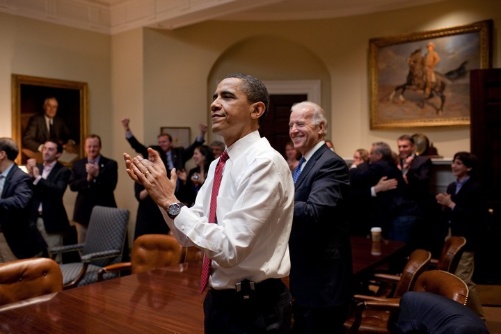 """האשימו שהרפורמה שלו תיצור """"ועדות מוות"""" לחולים קשים. הנשיא אובמה אחרי אישור רפורמת הבריאות שלו (צילום: פיט סוזה, הבית הלבן)"""
