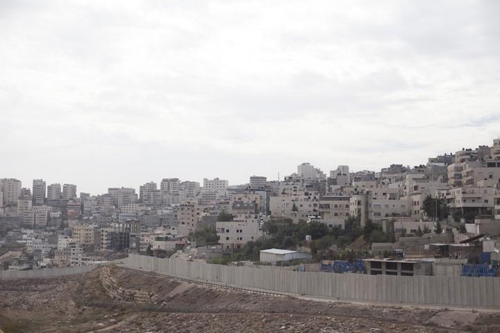 """""""חומת ההפרדה ניתקה אותנו מירושלים, אבל כעת, בצל הקורונה, הנתק הזה הוא פשוט סכנת חיים"""". מחנה הפליטים שועפאט (צילום: ליאור מזרחי / פלאש 90)"""
