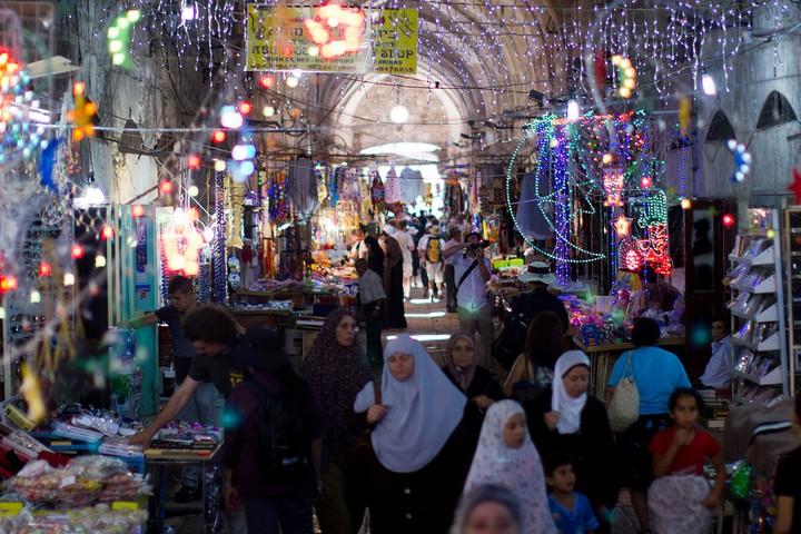 שוק רמדאן בירושלים, ב-2011 (צילום: Victorgrigas, CC BY-SA 3.0)