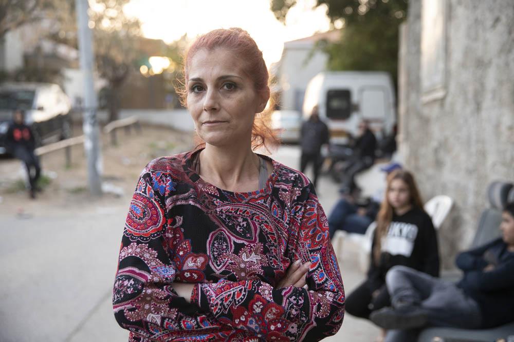 אחלאס מחג׳נה שנפצעה באלימות שוטרים, בביתה ביפו לאחר ששוחררה מבית החולים, 1 באפריל (צילום: אורן זיו)