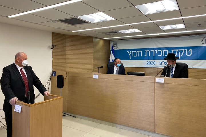 הרב הראשי לישראל דוד לאו וחוסיין ג'אבר בטקס מכירת חמץ, ב-7 באפריל 2020