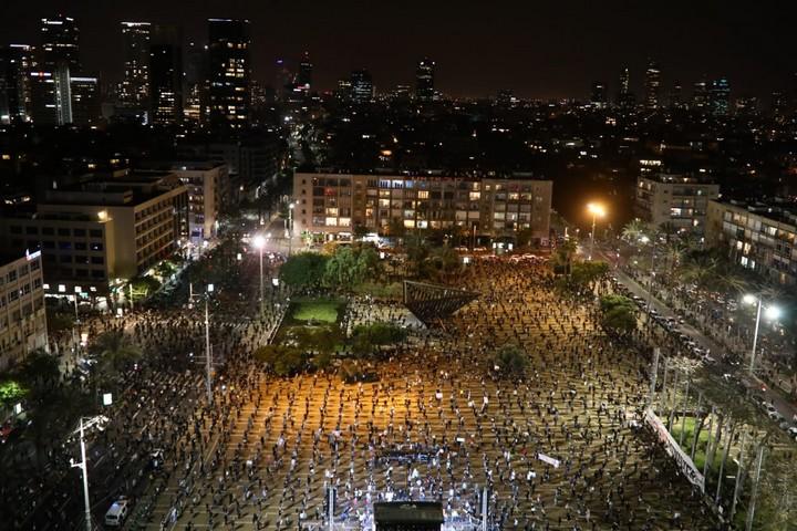 הפגנה בכיכר רבין למען הדמוקרטיה, ב-19 באפריל 2020 (צילום: אורן זיו)
