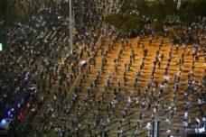 הפגנה בכיכר רבין נגד ממשלת האחדות ולמען הדמוקרטיה, ב-19 באפריל 2020 (צילום: אורן זיו)
