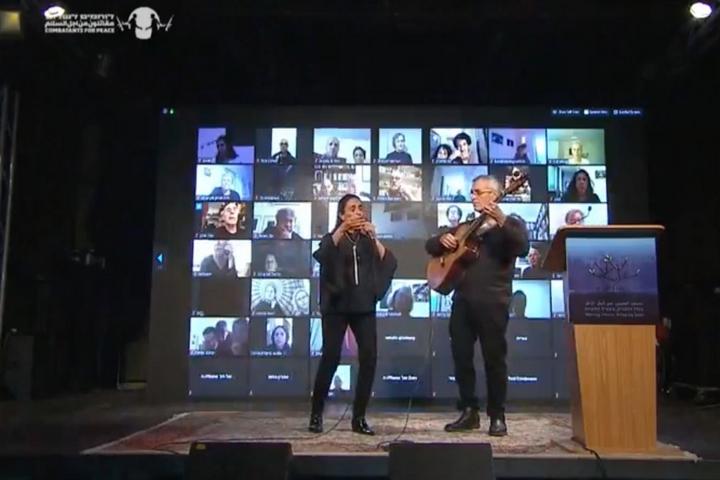 אחינועם ניני וגילי דור בטקס הזיכרון המשותף הישראלי פלסטיני, ב-27 באפריל 2020