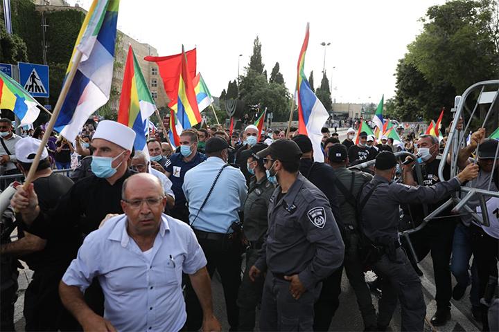 מפגינים מול הכנסת נגד ממשלת נתניהו (צילום: אורן זיו)