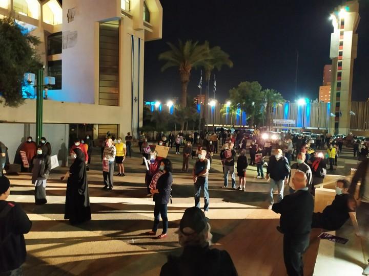 """הפגנה """"העם נגד המנותקים"""" בבאר שבע (צילום: עומדים ביחד)"""