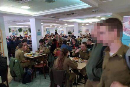 """הסטודנטים הערבים מרגישים שהקמפוס """"נכבש"""". סטודנטים חיילים באוניברסיטה העברית (צילום: אקדמיה לשוויון)"""
