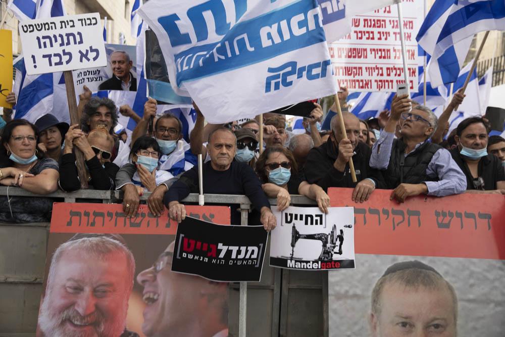 הפגנת תמיכה בנתניהו במהלך פתיחת משפטו של נתניהו, מחוץ לבית המשפט החוזי במזרח ירושלים (צילום: אורן זיו)