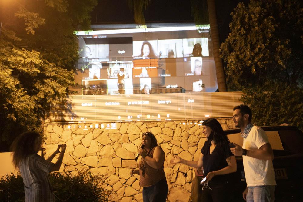 הפגנת מחאה מחוץ לביתו של ח״כ חיים כץ בשוהם, 20 במאי 2020 (צילום אורן זיו)