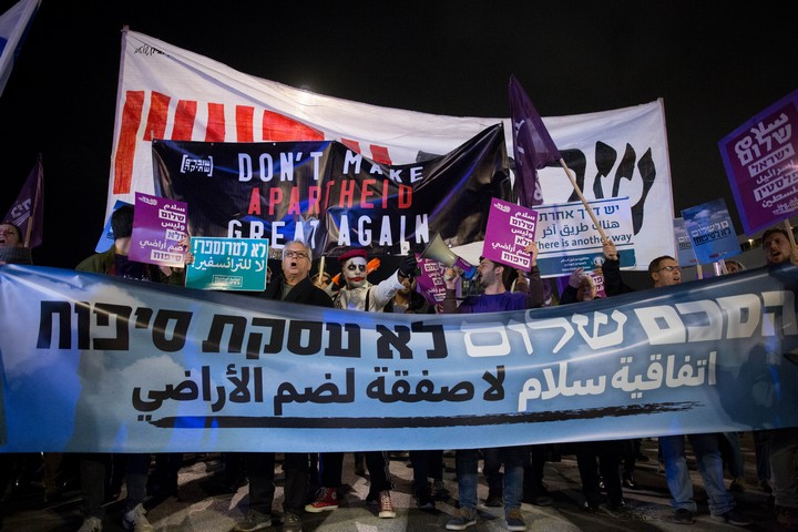 """הפגנה נגד תוכנית המאה של נשיא ארה""""ב דונלד טראמפ בתל אביב, ב-1 בפברואר 2020 (צילום: מרים אלסטר / פלאש90)"""