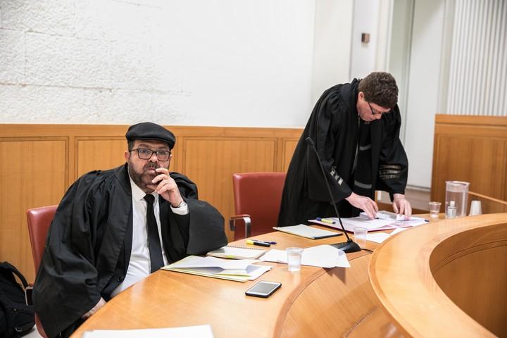 """חסן ג'בארין, מייסד ומנכ""""ל עדאלה, בבית המשפט העליון בדיון בעתירה נגד התקנה המאשפרת לשב""""כ לעקוב אחרי אזרחים, ב-19 במרץ 2020 (צילום: אוליבייה פיטוסי / פלאש90)"""