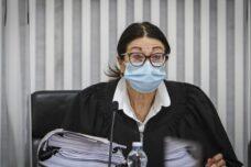 נשיאת בית המשפט העליון, אסתר חיות, בדיון בעתירות נגד ההסכמים הקואליציוניים, ב-3 במאי 2020 (צילום: אורן בן חקון)