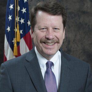 """ד""""ר רוברט קליף, לשעבר ראש מינהל המזון והתרופות האמריקאי (צילום: מייקל ג'יי. ארמאת, FDA)"""