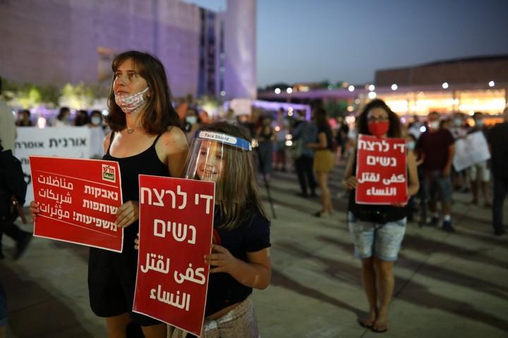 מחאה נגד רצח נשים בכיכר הבימה בתל אביב, ב-18 במאי 2020 (צילום: אורן זיו)