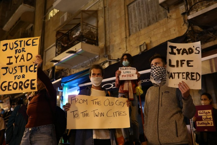 מחאה בירושלים נגד הריגתו של איאד אלחלאק, ב-30 במאי 2020 (צילום: אורן זיו)