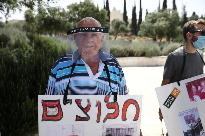 """תושבי אבו כביר מפגינים לפני הדיון בבג""""ץ בעתירתם, ב-20 במאי 2020 (צילום: אורן זיו)"""