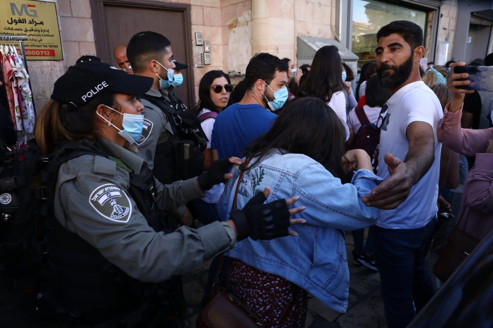 מפגינות בסלאח א-דין במזרח ירושלים במחאה על רצח איאד אלחלאק (אורן זיו)