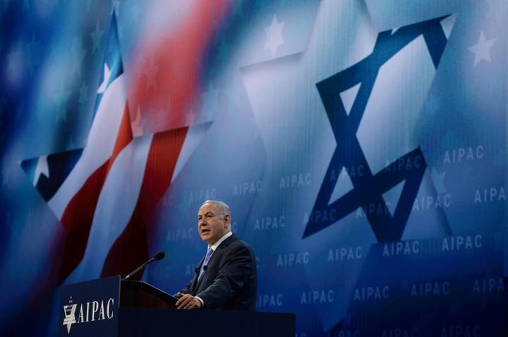 """""""יהיה קשה ליהודים להסביר למה ישראל מפרה את החוק הבינלאומי"""". ראש הממשלה נתניהו נואם בפני ועידת אייפא""""ק ב-2018 (צילום: חיים זך / לע""""מ)"""