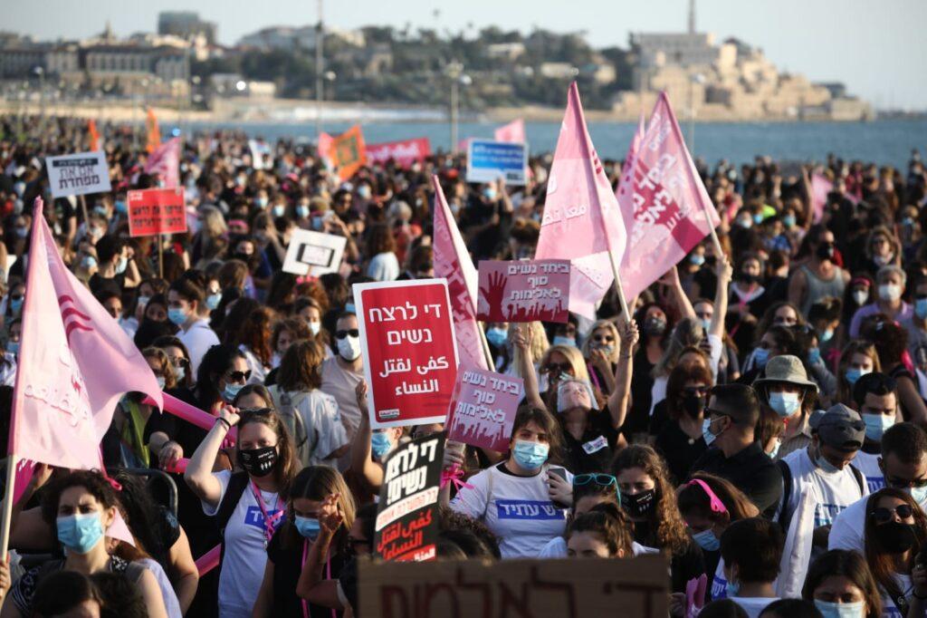 הפגנה נגד רצח נשים בגן צ'רלס קלור בתל אביב, 1.6.2020 (צילום: אורן זיו)