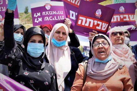 היכרות בין נשים ממקומות שבדרך כלל לא נפגשים. הפגנה של מטפלות משפחתונים (צילום: נגה שמיר)