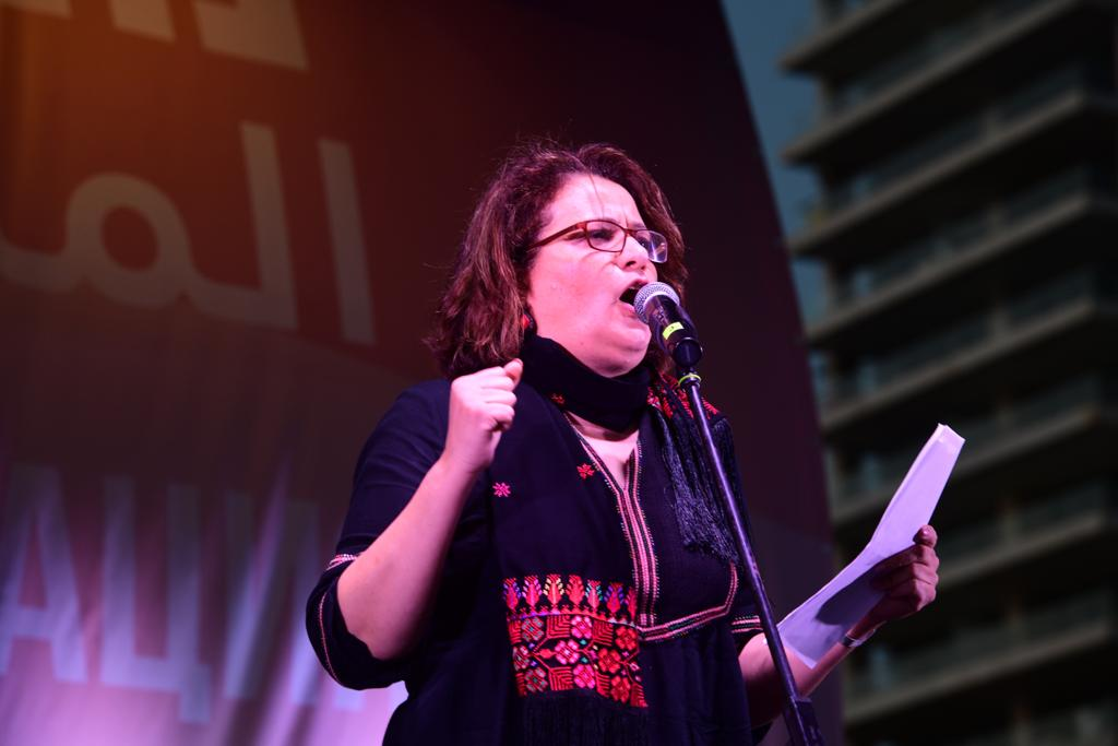 סמאח סלאימה בנאום בעצרת נגד רצח נשים בגן צ'רלס קלור