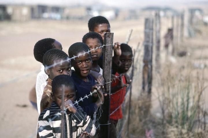"""דרום אפריקה הבטיחה להשקיע בבנטוסטנטים, בסוף לא עשתה דבר. ילדים בקוואזולו, אחת מ""""מדינות המולדת"""" שהוקמו בתוך דרום אפריקה (צילום: האומות המאוחדות)"""