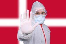 """בשום שלב לא דיברו בדנמרק על """"מלחמה בקורונה"""". רופא בדנמרק בזמן הקורונה (צילום: Jernej Fruman CC BY 2.0)"""