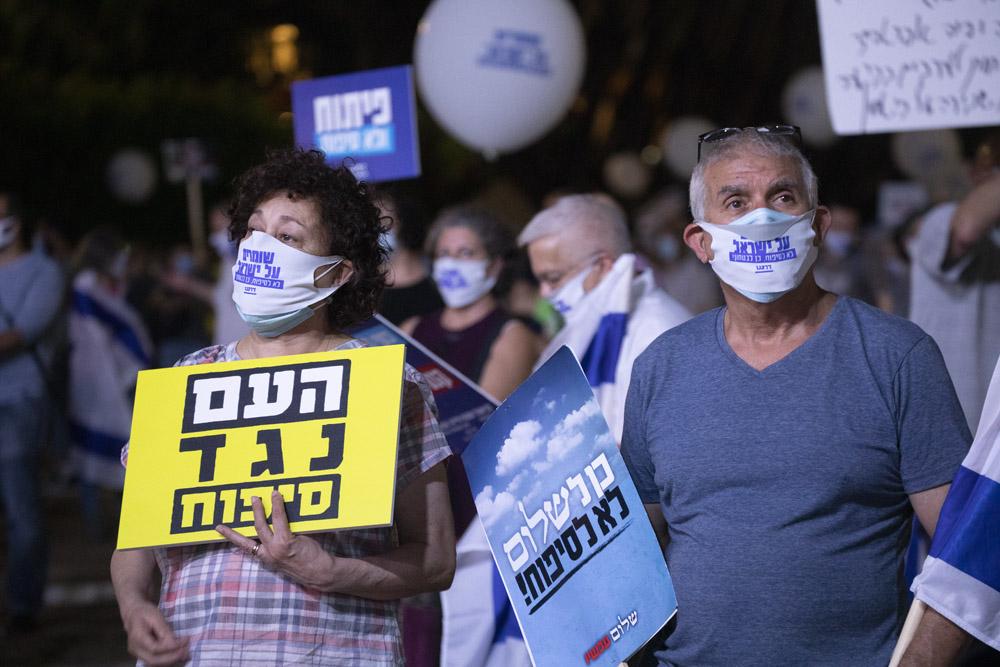 """הפגנה בכיכר רבין חחת הכותרת """"לא לסיפוח וכן לכלכלה ולביטחון"""", ב-23 ביוני 2020 (צילום: אורן זיו)"""