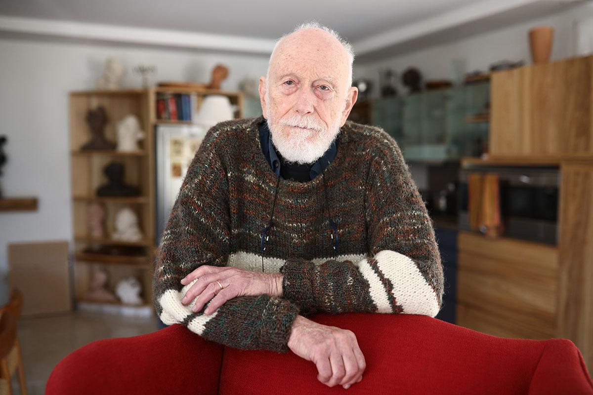 הלל ברדין, בביתו בתל אביב (צילום: אורן זיו)