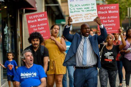 """ניצח במפתיע גם באזורים יהודיים. הפגנת תמיכה בג'מאל באומן כמועמד האוזר ה-16 בניו יורק לקונגרס (צילום באדיבות """"באומן לקונגרס"""")"""