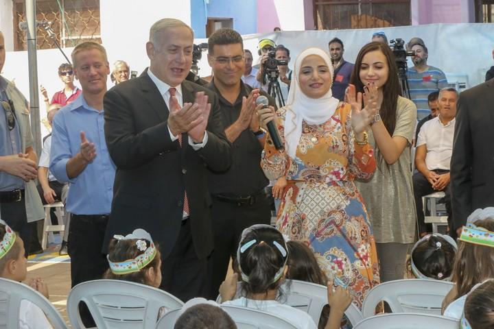 אם היה שוויון הזדמניות מתקן בתקציב הניתן על ידי משרד החינוך לבתי הספר, ההישגים של תלמידי המגזר הערבי היו גבוהים יותר בהשוואה לכלל האוכלוסייה. נתניהו בביקור בבית ספר בטמרה (פלאש 90)