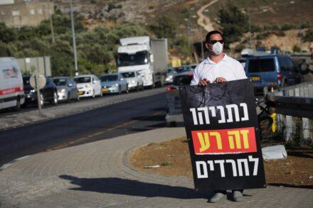 הציבור החרדי לא מבין למה מנסים להחזיר אותו לגטו. מחאה נגד הסגר בביתר עלית (צילום: נתי שוחט/פלאש 90))