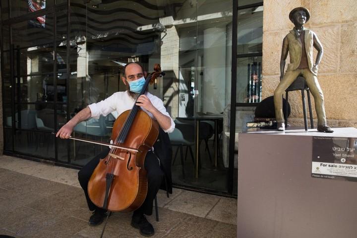 מוסיקה אמנותית לא יכולה להיות רק מוצר אקסקלוסיבי מיובא מזמנים רחוקים וארצות רחוקות (קניון ממילא, ירושלים, 4 במאי 2020. צילום: נתי שוחט)