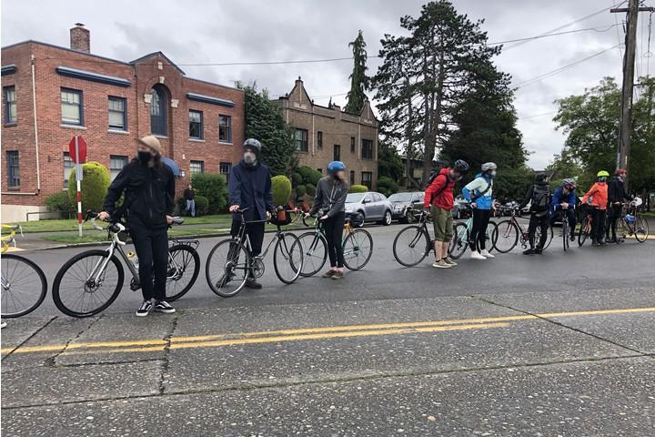 """150 רוכבים מגיעים לכל אירוע. רוכבים מ""""בריגדת האופניים של סיאטל (צילום: ג'ן מרלו)"""