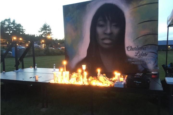 המשפחות של הקרבנות רצו להרגיש בטוחות. משמרת לזכרה של שרלינה ליילס שנרצחה על ידי שוטרים (צילום: ג'ן מרלו)