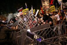"""ההפגנה בבלפור: """"לא נוותר עד שתתפטר"""""""