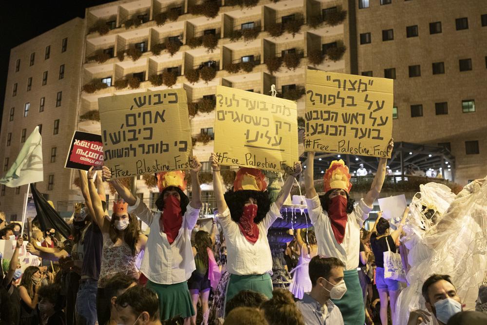 המיצג נגד הכיבוש. התגובות היו יותר אוהדות ממה שחשבנו (צילום: אורן זיו)