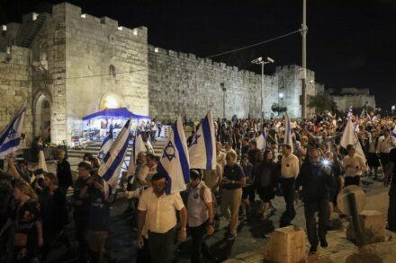 יהודים משתתפים בצעדה סביב הר הבית בתשעה באב, ב-10 באוגוסט 2019 (צילום: גרשון אלינסון / פלאש90)