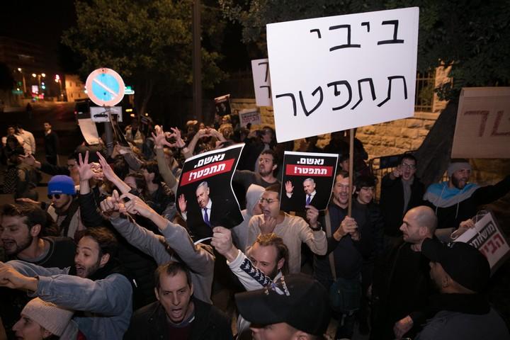 הפגנה נגד ראש הממשלה, בנימין נתניהו, מחוץ למעון ראש הממשלה בירושלים, ב-23 בנובמבר 2019 (צילום: אוליבייה פיטוסי / פלאש90)