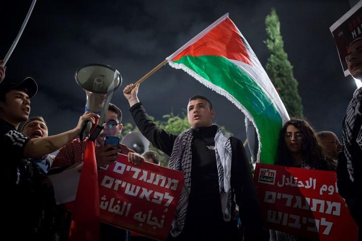 אקטיביסטים פלסטינים בהפגנת השמאל נגד תוכנית המאה של הנשיא דונלד טראמפ בתל אביב, ב-1 בפברואר 2020 (צילום: מרים אלסטר/פלאש90)
