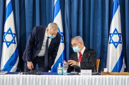 ראש הממשלה, בנימין נתניהו, ושר הביטחון, בני גנץ, בישיבת ממשלה בירושלים, ב-7 ביוני 2020 (צילום: מרק ישראל סלם)
