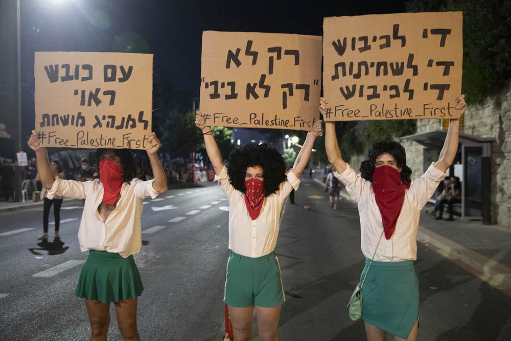 מפגינים נגד הכיבוש הפגנה מחוץ למעון ראש הממשלה בירושלים, 18 ביולי 2020 (צילום אורן זיו)