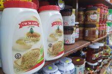 טחינה אלארז במדפים (צילום: אורן זיו)
