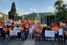 """מסעדנים פלסטינים הפגינו בחיפה: """"רוצים לחיות בכבוד"""""""