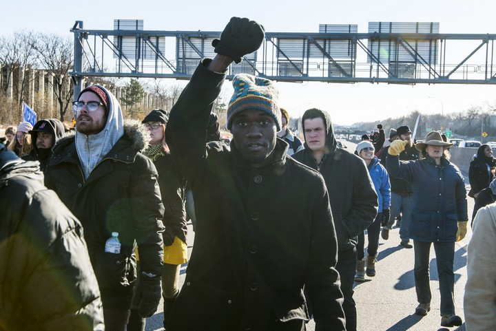 לבנים באמריקה לא רואים שליטה לבנה כעובדה פוליטית. מחאה של black lives matter (צילום: פיונאצ'י בלו, CC BY 2.0)