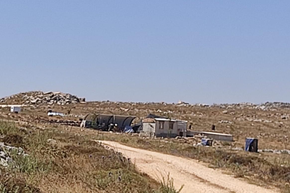 המאחז בהר עיבל (צילום: חאזם יוסף יאסין)