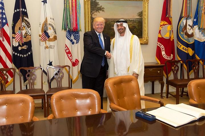 """נשיא ארה""""ב דונלד טראמפ ושליט איחוד האמירויות מוחמד בן זייד, בבית הלבן, ב-15 במאי 2017 (צילום: שילה קרייגהד, הבית הלבן)"""
