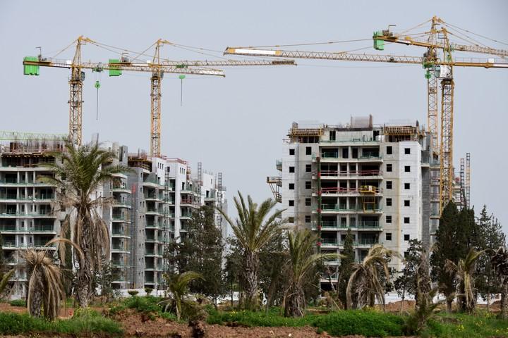 אתר בנייה של שכונת מגורים חדשה בהרצליה, ב-27 במרץ 2020 (צילום: גילי יערי / פלאש90)